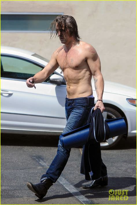 Colin Farrell Strips Off His Sweaty Shirt After Hot Yoga
